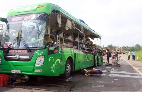 Vụ tai nạn 5 người chết ở Bình Định: 'Tỉnh dậy tôi thấy mình trên giường bệnh viện'
