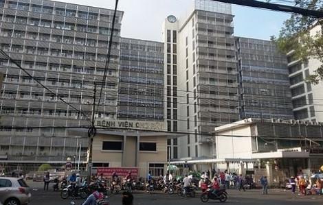 Hai bệnh viện phối hợp cứu bé trai té lầu nguy kịch