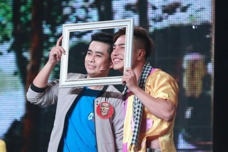 Diễn viên Lê Dương Bảo Lâm bị phỏng khi múa lửa trên sân khấu