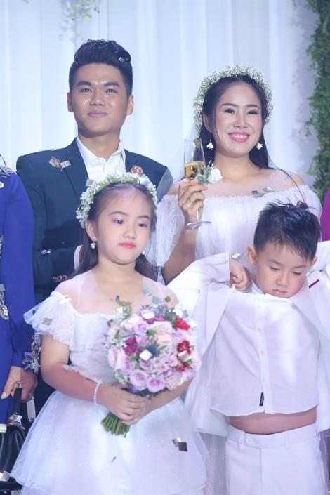 Lê Phương và Trung Kiên tình tứ song ca trong đám cưới tại TP.HCM