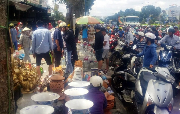 Ki ot quanh Tan Son Nhat ban thao tra mat bang, giao thong roi loan