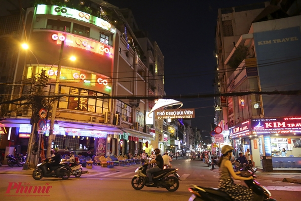 Kham pha pho di bo Bui Vien ve dem voi nhung mon ngon 'kho cuong'
