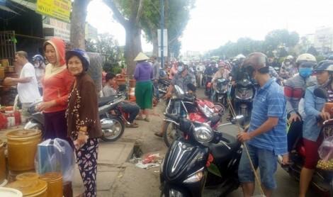 Ki ốt quanh Tân Sơn Nhất bán tháo trả mặt bằng, giao thông rối loạn