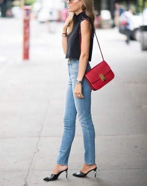 Phối quần jeans cạp cao với áo đơn giản vẫn sành điệu