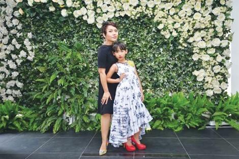 Vì sao ca sĩ Thái Thùy Linh khuyến khích con gái 'ngủ lang'?