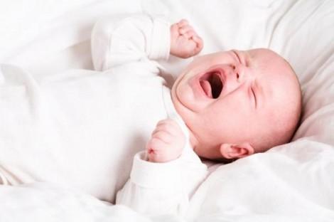 Giải đáp thắc mắc giúp trẻ hết vặn mình, quấy khóc khi đang ngủ