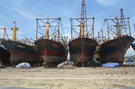Vụ 20 tàu vỏ thép hỏng nặng: Công ty đóng tàu 'dỏm' dọa kiện ngược ngư dân