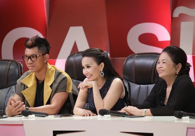Cam Ly: 'Minh Tuyet di nuoc ngoai, toi buon rau den muon bo nghe'