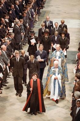 Thai tu Charles bi de doa tan cong trong dam tang Diana?