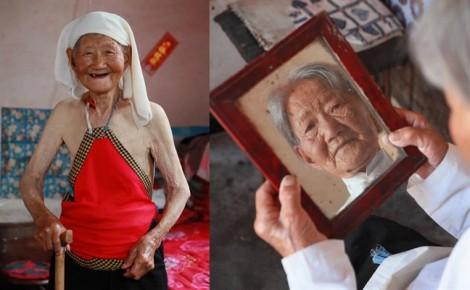 Hơn 70 năm, người phụ nữ vẫn mặc yếm đào chồng tặng làm của hồi môn