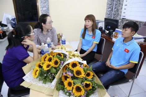 Hội LHPN TP.HCM giao lưu, tặng hoa chúc mừng những 'cô gái vàng' của Việt Nam tại SEA Games 29