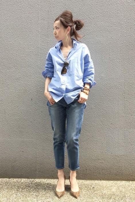 Phối áo sơ mi với quần jean đơn giản vẫn cá tính đi chơi lễ Quốc khánh 2/9