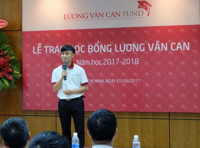 86 sinh vien xuat sac nhan hoc bong Luong Van Can