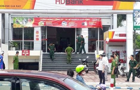 Nam thanh niên táo tợn xông vào ngân hàng cướp đi số tiền lớn trước ngày nghỉ lễ