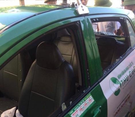 Hung thủ dùng súng bắn 3 người cố thủ trên xe taxi đầu thú