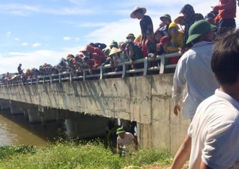 Thai phụ ôm hai con nhỏ nhảy cầu tự tử