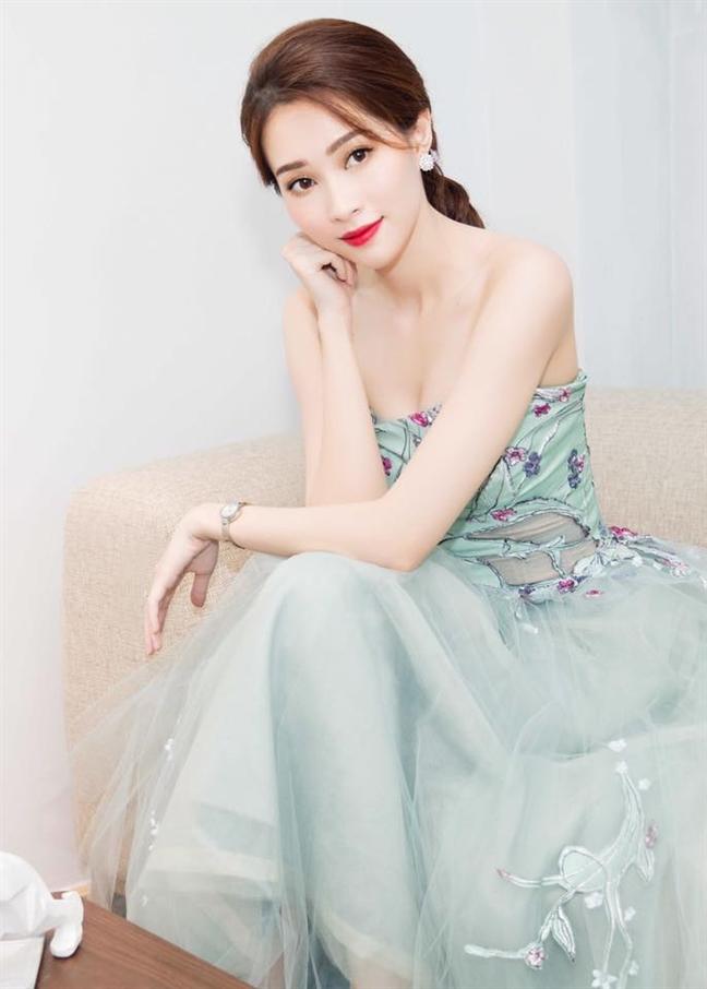 Hoa hau Dang Thu Thao sap len xe hoa cung doanh nhan Trung Tin