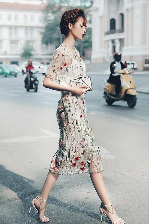 Hoang Thuy Linh, Van Mai Huong moi nguoi mot ve voi quan suong, ao tre