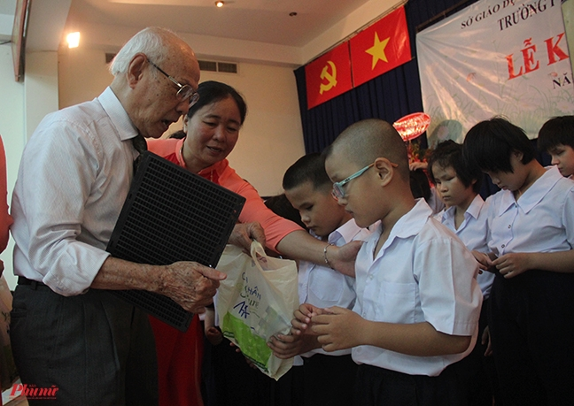 Buoi khai giang 'dac biet' cua hoc sinh truong khiem thi Nguyen Dinh Chieu