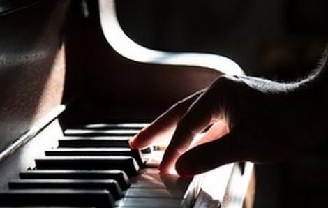Điệu piano ám ảnh của ông bố trở về căn nhà ngập nước sau siêu bão Harvey