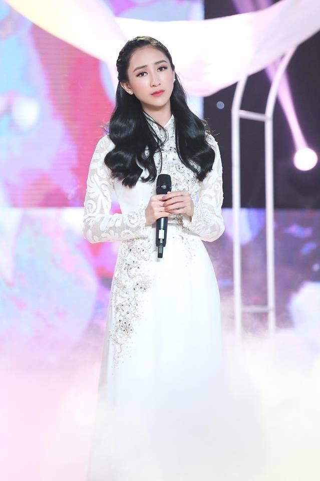 A hau Ha Thu du dinh mang bolero den voi Hoa hau Trai dat 2017'