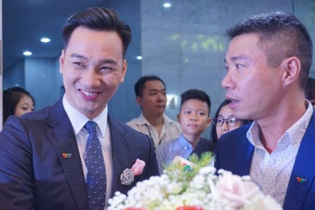 Xuan Bac vuot qua Hoai Linh, nhan giai 'Nghe si hai an tuong'
