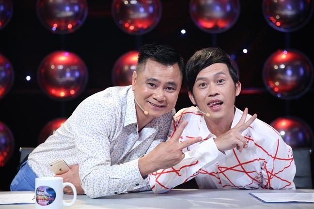 Lan dau ngoi chung ghe nong, Hoai Linh – Tu Long da bat dong quan diem