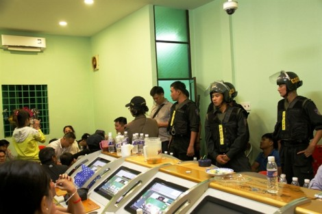 Bộ Công an đột kích sới bạc được bảo vệ nghiêm ngặt ở Sài Gòn