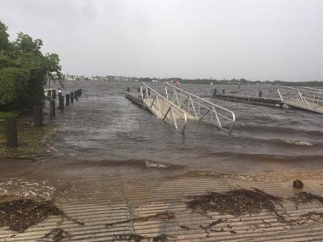 Cuộc giải cứu ngoạn mục trên biển trong cơn cuồng phong Irma