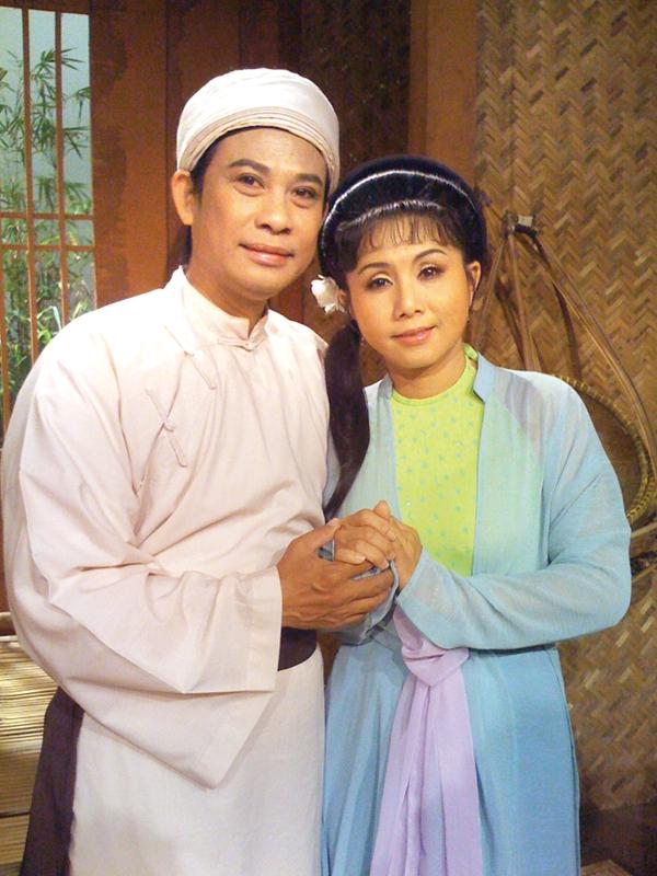 Nghe si cai luong Van Ha: 'So khong co tien nuoi con, toi khoc tu dem toi sang'