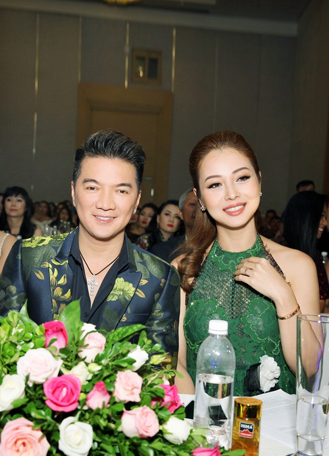 Dam Vinh Hung: 'Toi khong thieu tien de bi dieu khien tren ghe nong'