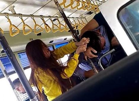 Tiếp viên xô xát với đôi nam nữ trên xe buýt là để tự vệ