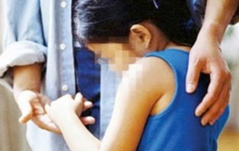 Người thân kéo đến nhà tố cáo kẻ dâm ô bé gái 12 tuổi