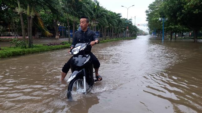 Nghe An, Ha Tinh, Quang Tri tan hoang sau sieu bao Doksuri