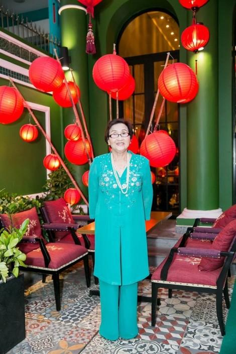 Cả nhà NSƯT Hoài Linh bật khóc trong tiệc sinh nhật mẹ