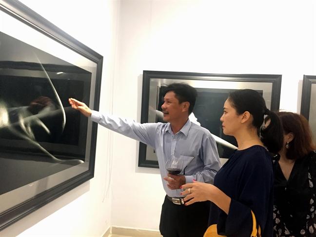 Chu nhan trien lam anh khoa than dau tien cua Viet Nam: 'Nguoi toi lang lang'