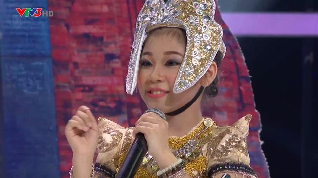 Hoai Linh nhac nho Huong Tram vi su dung sai trang phuc truyen thong cua nguoi Cham