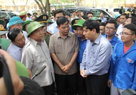 Thủ tướng kiểm tra, thăm hỏi người dân sau bão tại Hà Tĩnh, Nghệ An