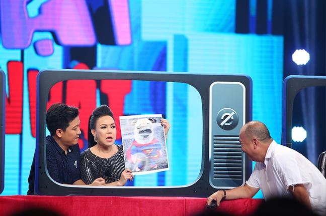 Viet Huong vui ve nhac lai loi hua 2 nam khong di dam cuoi sau on ao voi ca si Huong Lan