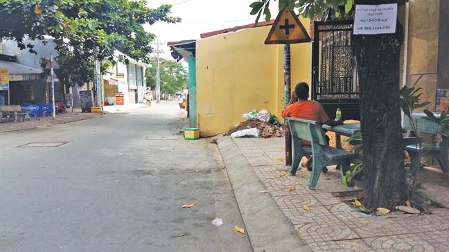 Q.Tan Phu, TP.HCM: Nha nam tren via he