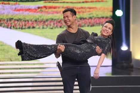 Việt Hương vui vẻ nhắc lại lời hứa 2 năm không đi đám cưới sau ồn ào với ca sĩ Hương Lan
