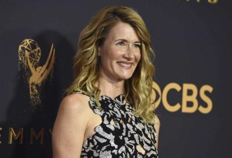 Trượt giải Emmy 2017, nữ diễn viên 57 tuổi chửi thề