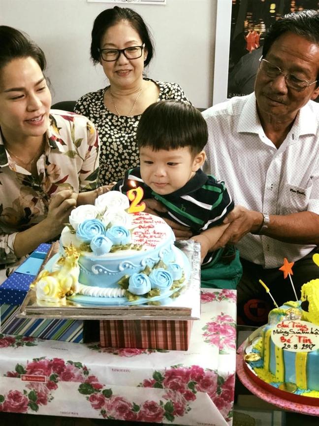 Vo chong Nhat Kim Anh hanh phuc mung sinh nhat con trai, xoa tan tin don ly hon