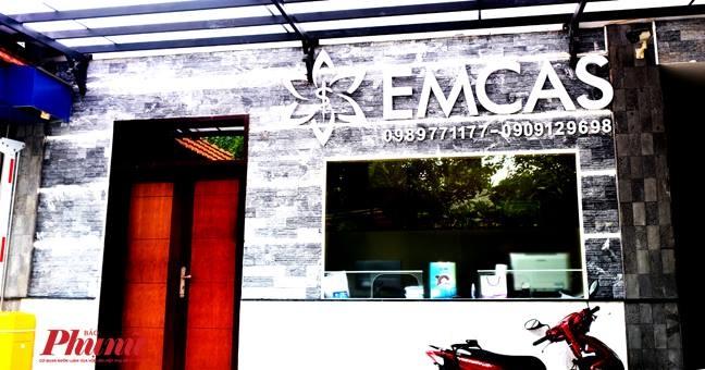 Chuyen benh nhan hon me sau khi got cam tai Benh vien Emcas sang Singapore