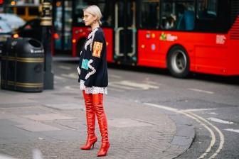 Boots gót nhọn trở lại ngoạn mục trên sàn tuần lễ thời trang London
