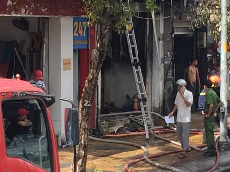 Cháy cửa hàng sơn, ít nhất 3 thương vong