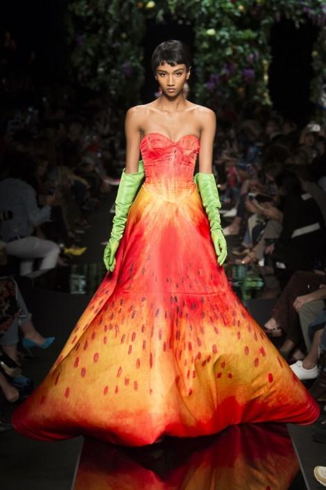 Hoa sen vào bộ sưu tập tại tuần lễ thời trang Milan