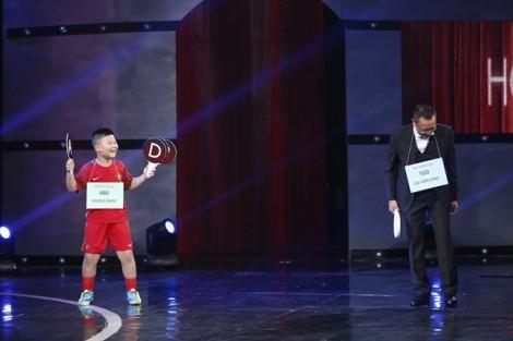 Lại Văn Sâm nhún nhảy trên sân khấu khi 'gỡ hoà' được cậu bé 8 tuổi