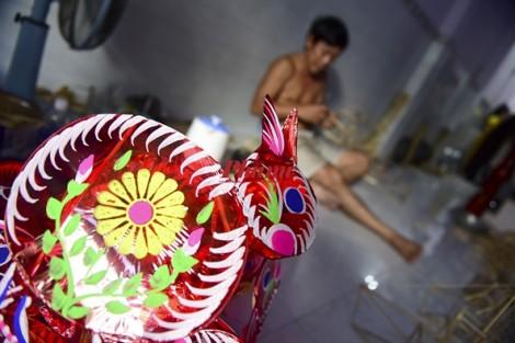 Xóm lồng đèn truyền thống ở Sài Gòn tất bật chạy hàng mùa Trung thu