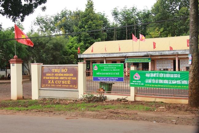 Nguyen Pho chu tich xa bi bat vi lua dao 'chay viec'